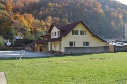 Előadóterem és szállásadó ház